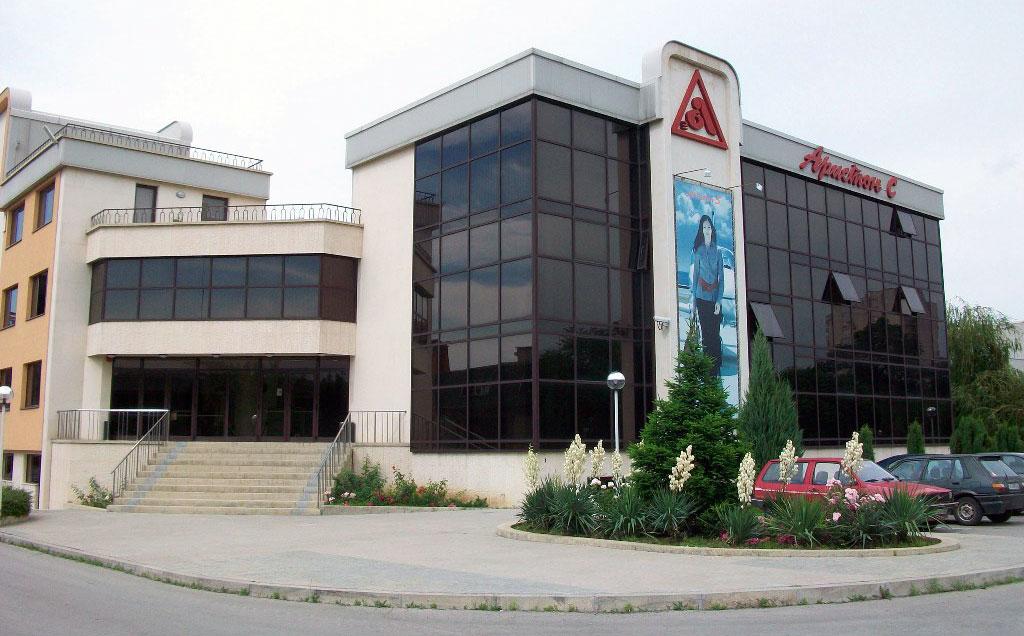 Русенска фирма дере по три кожи от работниците си на изпроводяк